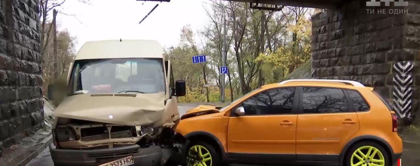 """Во Львове в ДТП попала машина взрывотехников, которые ехали на вызов о """"минировании"""""""