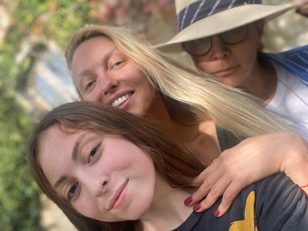Оля Полякова з донькою_4