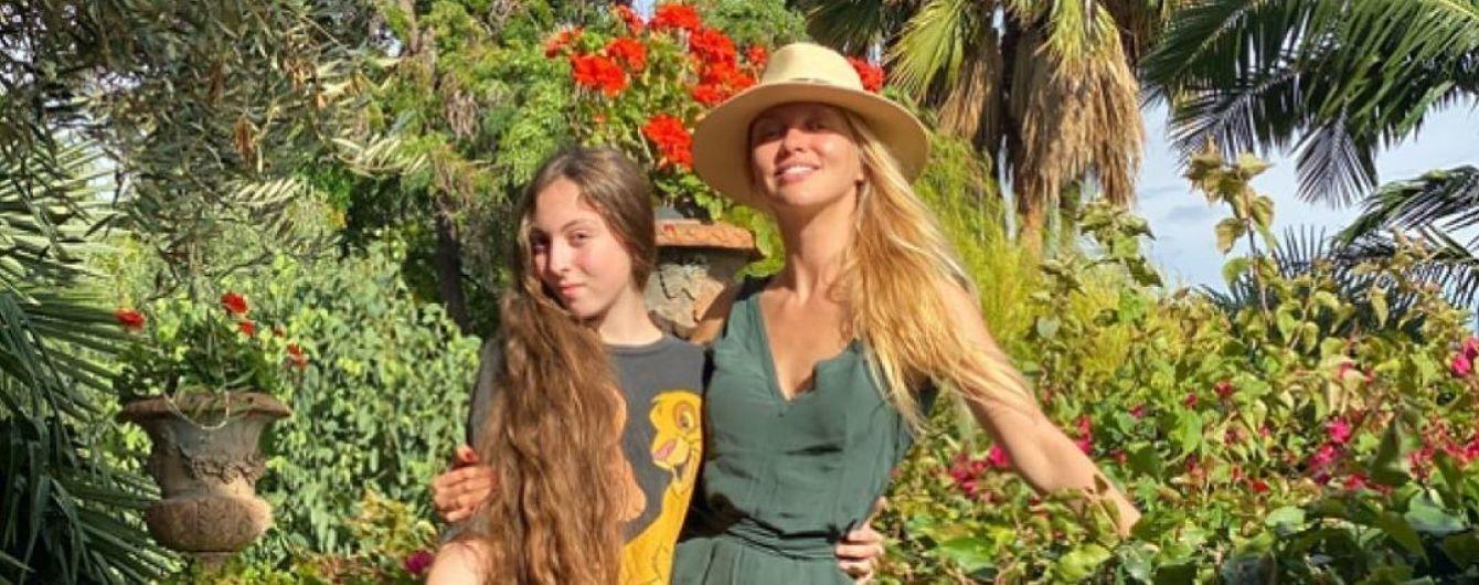 Оля Полякова без макіяжу показалася з підрослою донькою