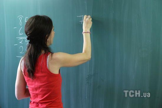В Уряді відповіли на вимогу Зеленського повернути борги вчителям та лікарям
