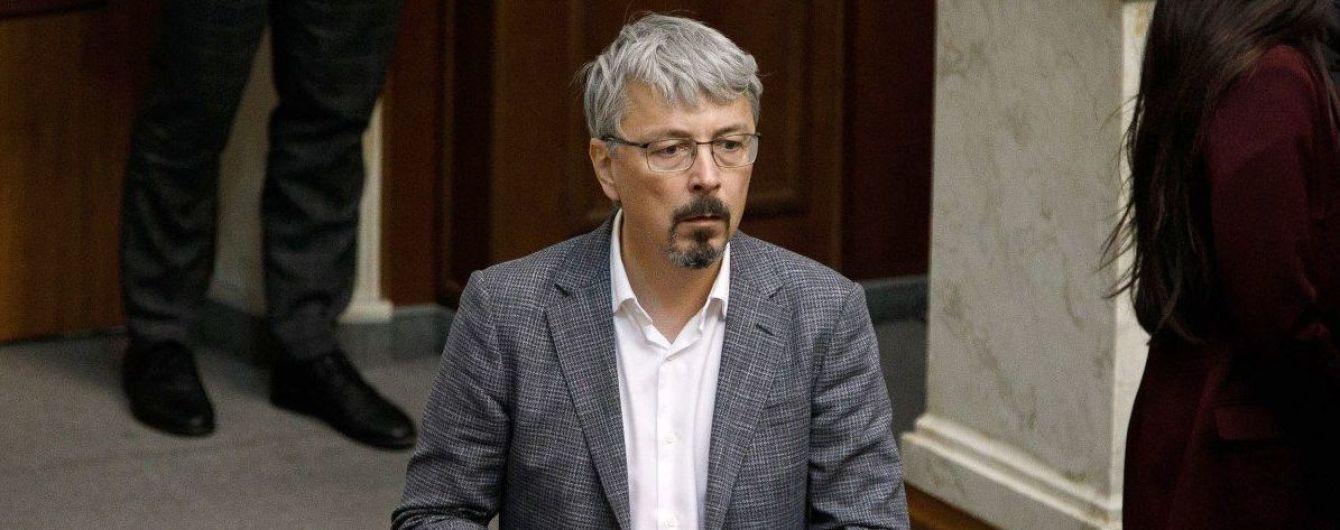 Журналісти кажуть, що Ткаченко три роки живе на Трухановому острові. Нардеп назвав це домислом