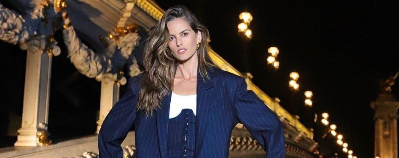У піджаку оверсайз, корсеті і велосипедках: екстравагантний образ Ізабель Гулар в Парижі