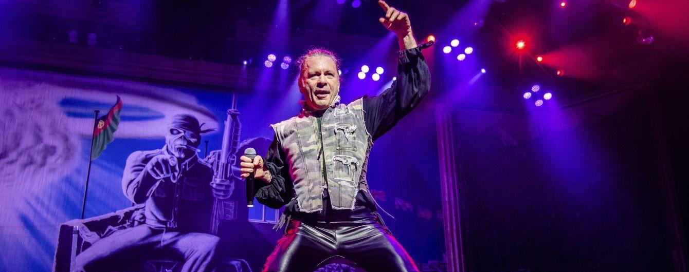 Після 29 років шлюбу фронтмен Iron Maiden покинув дружину заради фанатки
