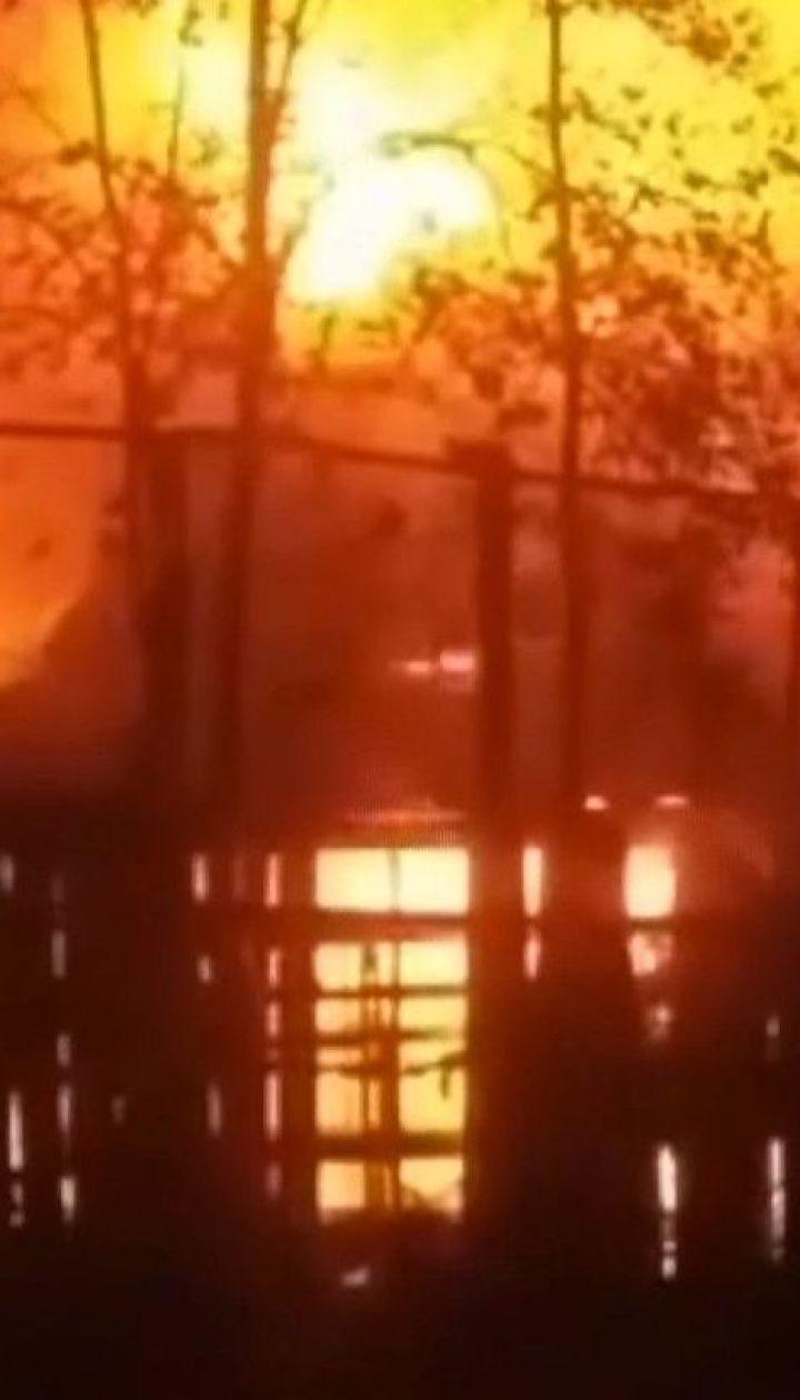 Неизвестные подожгли ресторан в центральном парке Ровно: охранник получил ожоги