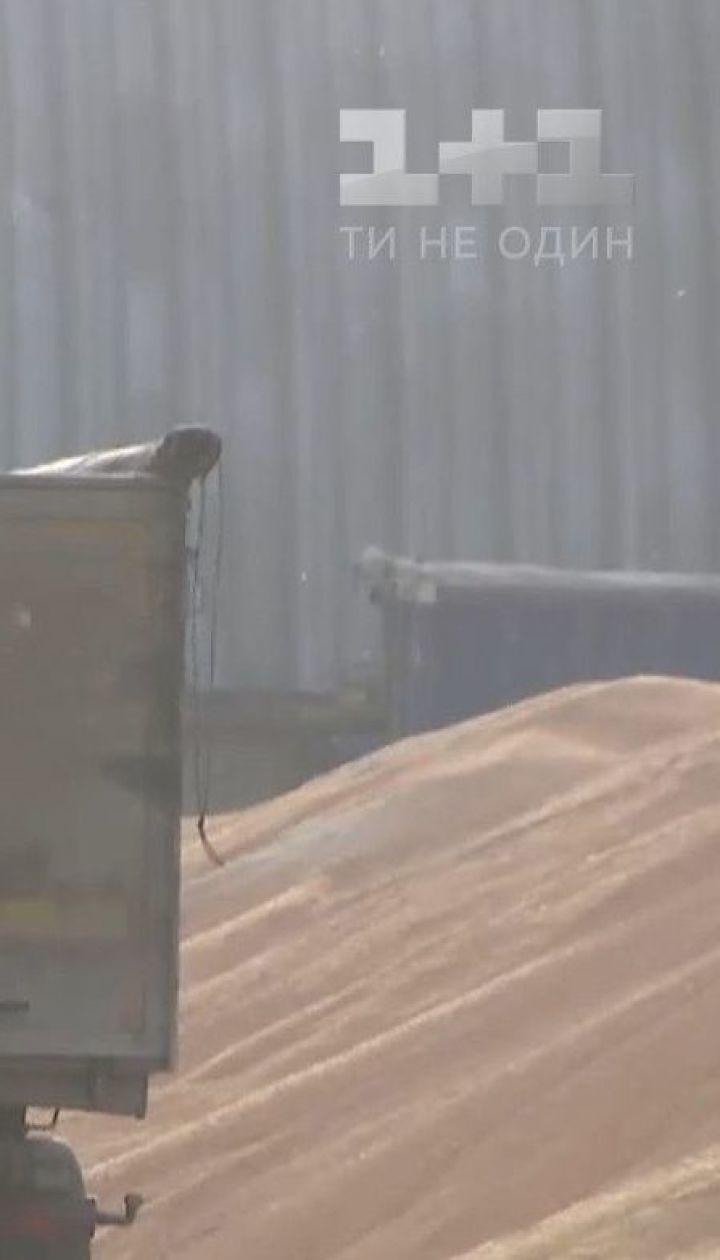 Кукурудзяне лушпиння замість снігу: жителі Кременця нарікають на роботу елеватора