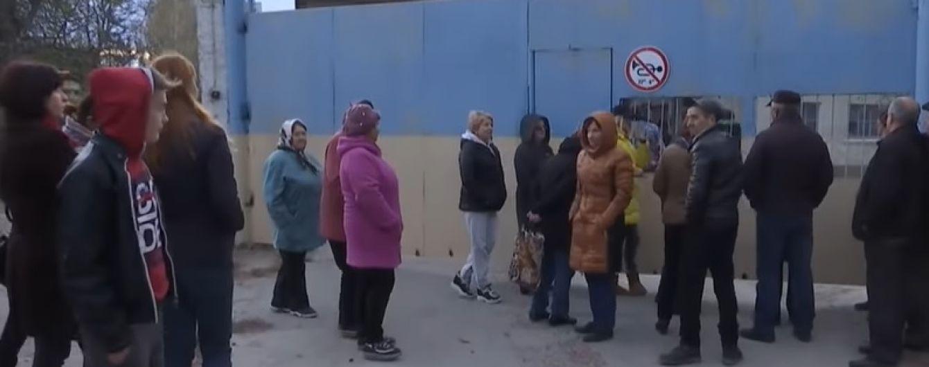 На Тернопільщині люди вимагають закрити елеватор, через який кілька місяців живуть у червоному снігопаді