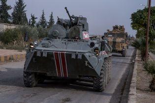 В Сирии забросали камнями российско-турецкий патруль. В Сети опубликовали видео