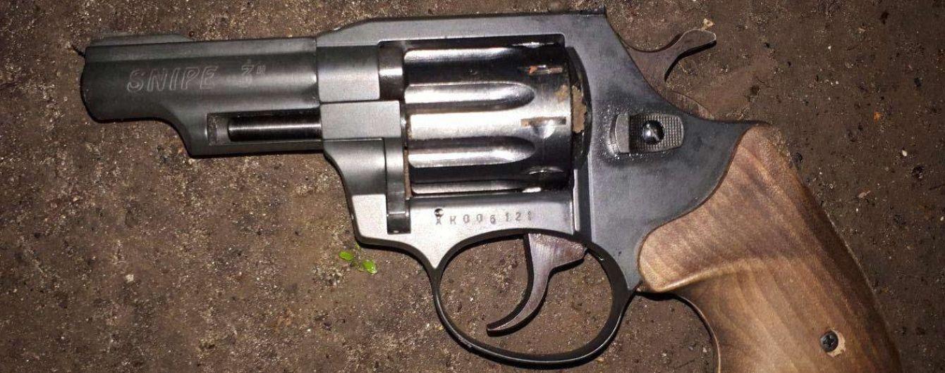 В Днепре студент в общежитии выстрелил девушке из пистолета в голову