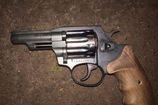 У Дніпрі студент у гуртожитку вистрелив дівчині з пістолета в голову