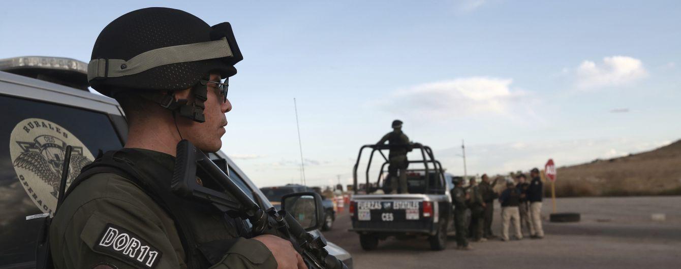 Поблизу кордону США у Мексиці сталася стрілянина між поліцією і наркокартелем. Понад 10 вбитих