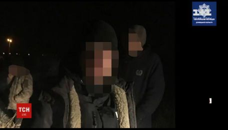 Правоохранители Мариуполя задержали водителя навеселе с краденым товаром
