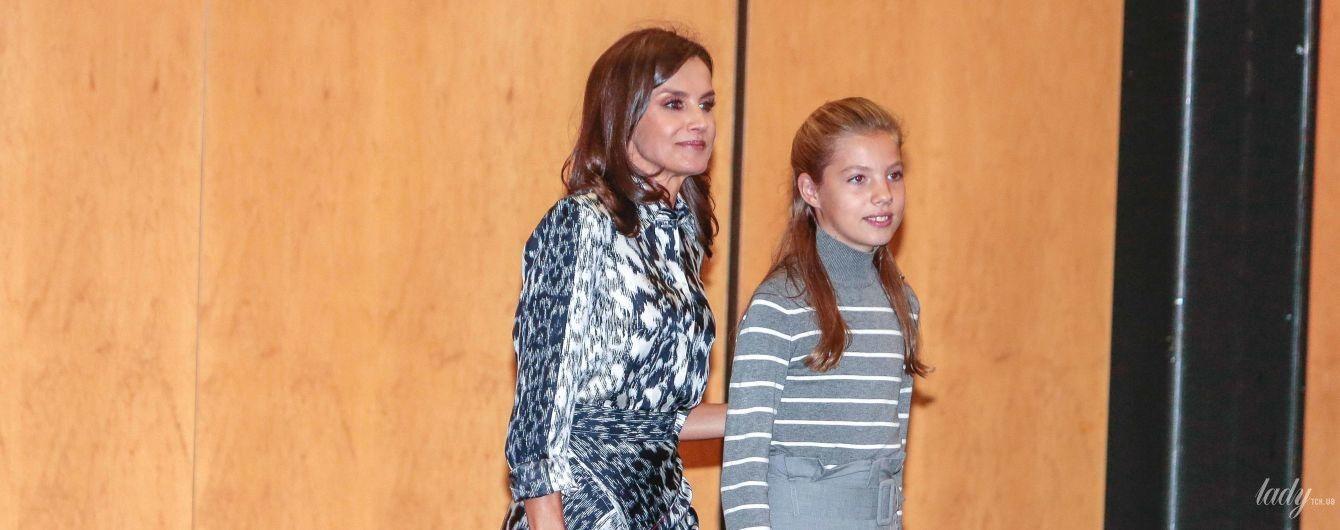 У вбранні з хижим принтом від Victoria Beckham: яскравий вихід королеви Летиції