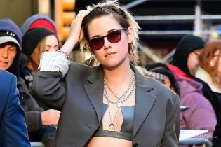 Что у нее в брюках: Кристен Стюарт в объективах папарацци в Нью-Йорке