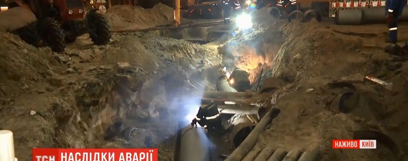 В центре Киева открыли движение на перекрестке, возле которого накануне образовался провал