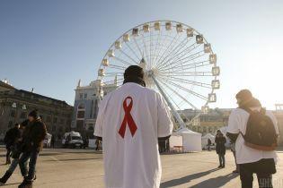 Суд разрешил ВИЧ-инфицированным украинцам усыновлять детей