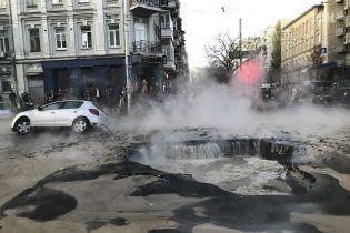 Владельцы поврежденных в киевском провале машин подадут в суд