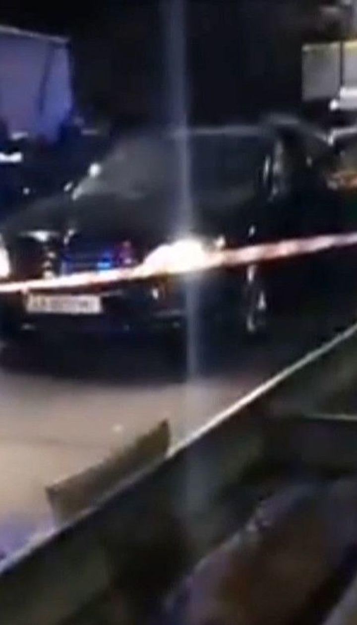 Взрыв в столице: на оживленном шоссе взорвали автомобиль