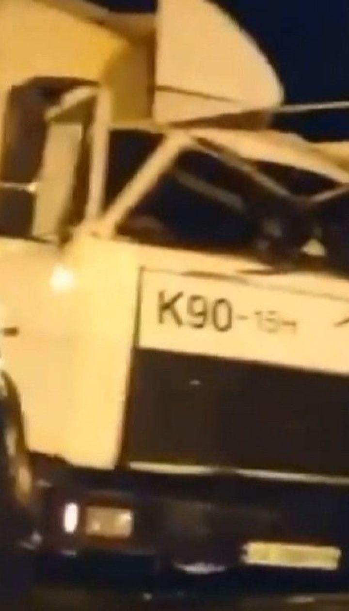 У Києві надвечір вантажівка без гальм зім'яла з десяток машин