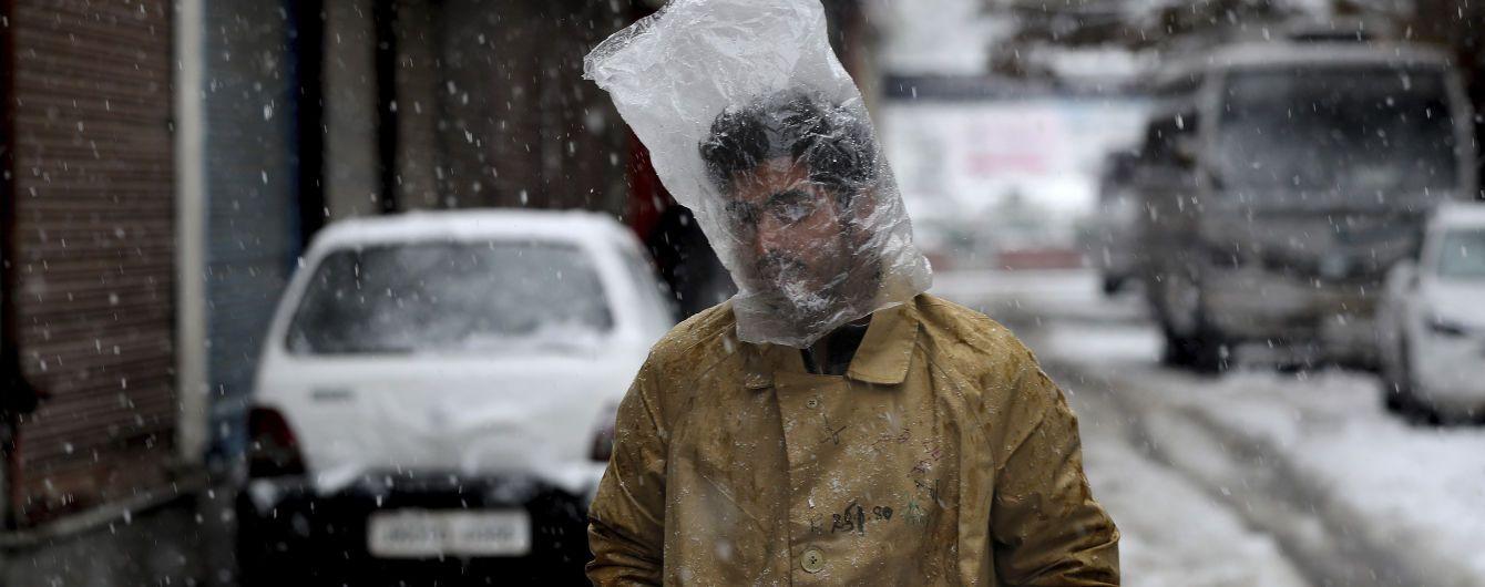 """""""Сніг іде, сніг іде, швидше б вже прийшла весна"""": реакція соцмереж на перший сніг в Україні"""