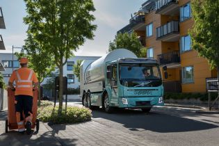 Volvo запускает продажи электрических грузовиков и мусоровозов