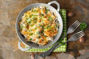 Картофельная запеканка с домашним сыром и колбасками