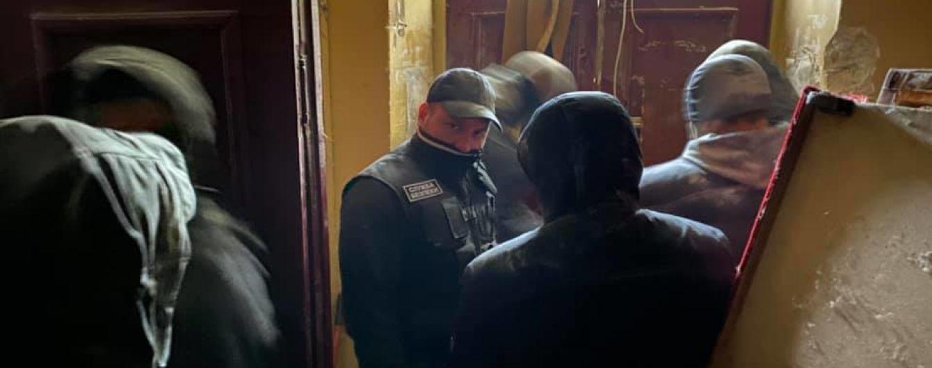 Столична влада розповіла подробиці про конфлікт у горезвісному гуртожитку в Києві