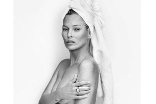 Обнаженная и с полотенцем на голове: Кейт Мосс показала откровенное фото