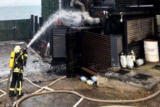 В Одессе снова горел один из отелей. Огонь тушили десятки спасателей