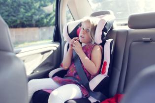 Перевозка ребенка без автокресла. В Украине начали штрафовать водителей