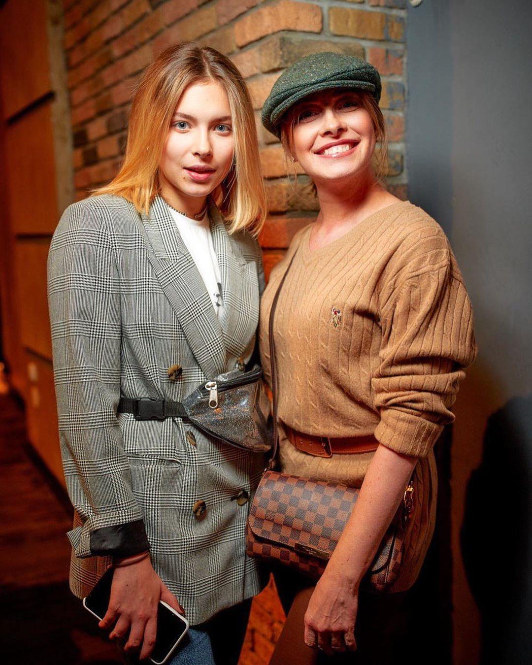 Олена Кравець з донькою_2