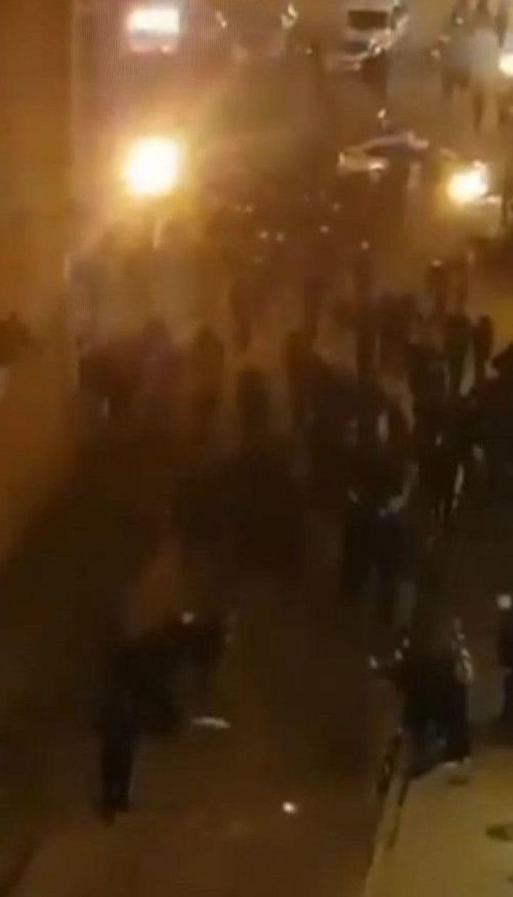 Близько сотні футбольних уболівальників побились у Львові: 12 фанів затримали