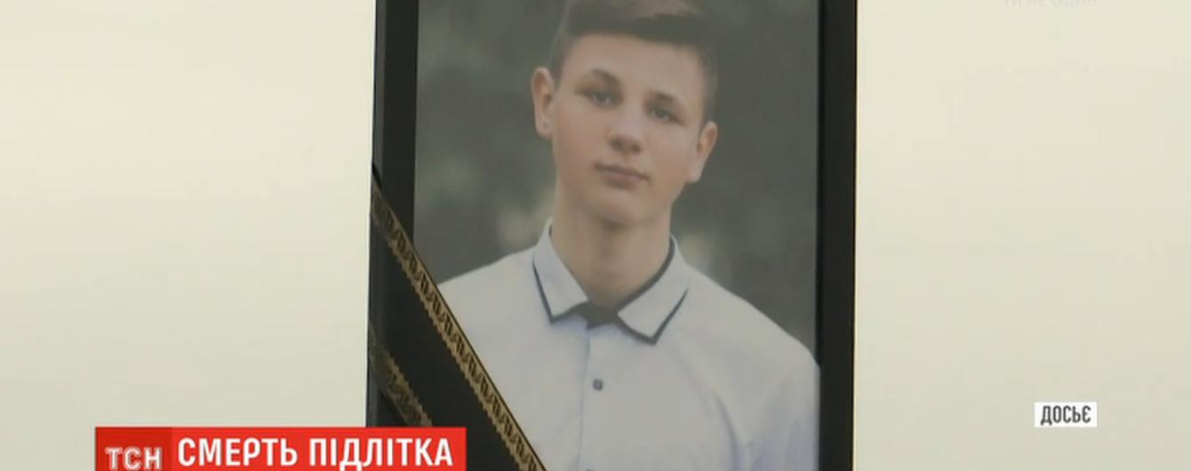 Батьки загиблого за таємничих обставин Дениса Чаленка з Прилук певні, що поліцейські покривають вбивць сина