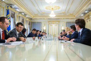 После заявлений о сворачивании бизнеса в Украине президент встретился с руководителями табачных компаний