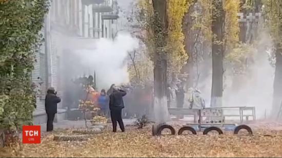 Сутички під скандальним гуртожитком у Києві: люди назвали свої вимоги до забудовника