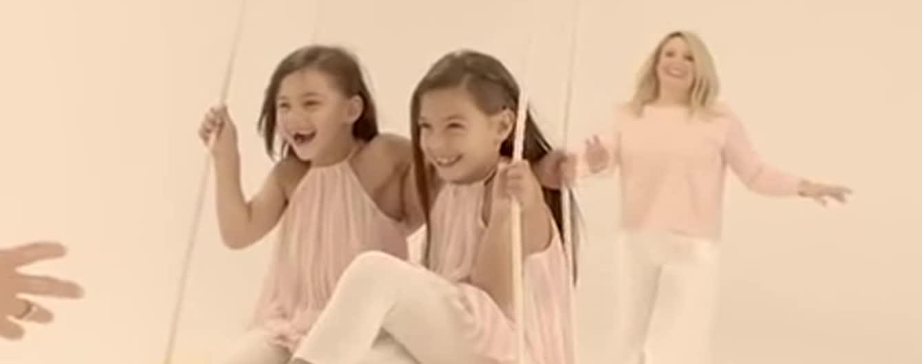 Камалия в чувственном клипе сняла своих дочерей, маму и Нину Матвиенко