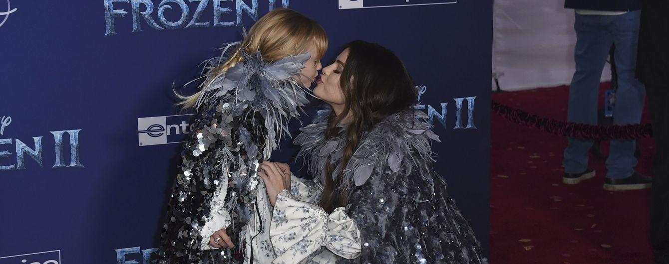 Селена Гомес зворушила поцілунком з маленькою сестрою на світському заході