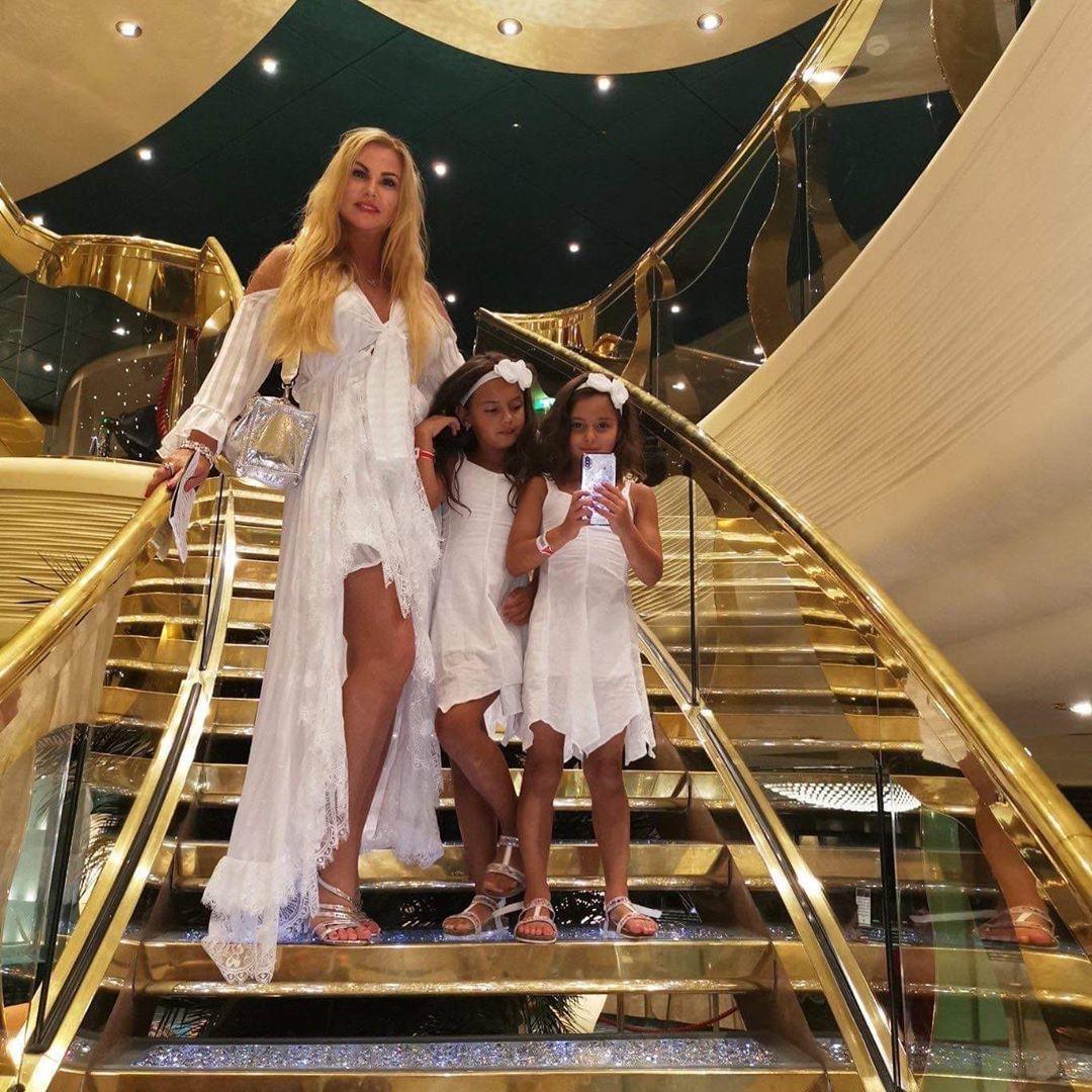 Камалія с дочками