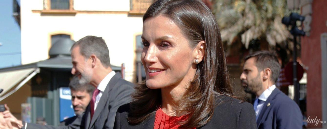 В червоній сорочці та спідниці з квітами: красива королева Летиція приїхала до Севільї