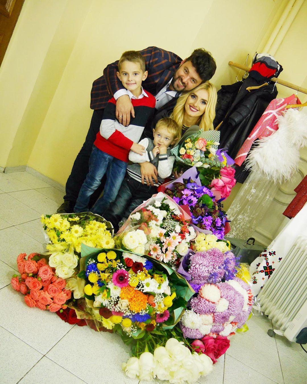 Ірина Федишин з чоловіком та синами