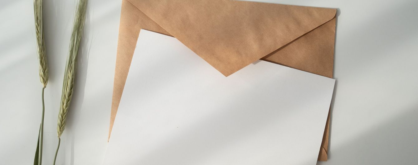 Шестилетняя британка отправила умершему отцу открытку и неожиданно получила ответ