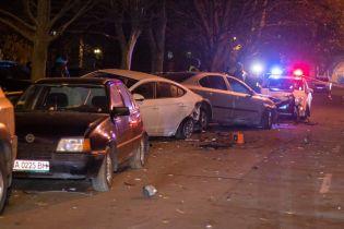 У Києві п'яний водій на позашляховику розбив 9 авто
