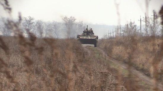 Доба на Донбасі. Бойовики продовжують обстріли, на передовій підірвався український військовий