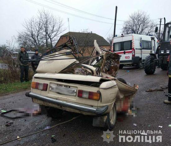 """На Житомирщині """"Запорожець"""" розчавило після зіткнення з КамАЗом, троє загиблих"""