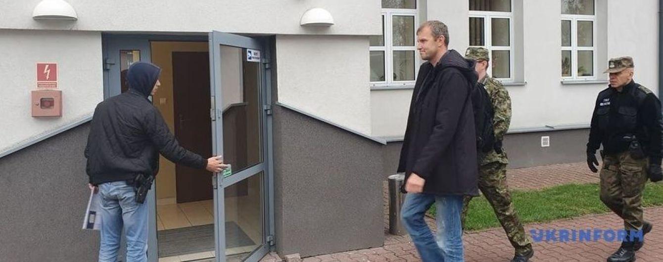 Задержанного в Польше Мазура доставили в районную прокуратуру