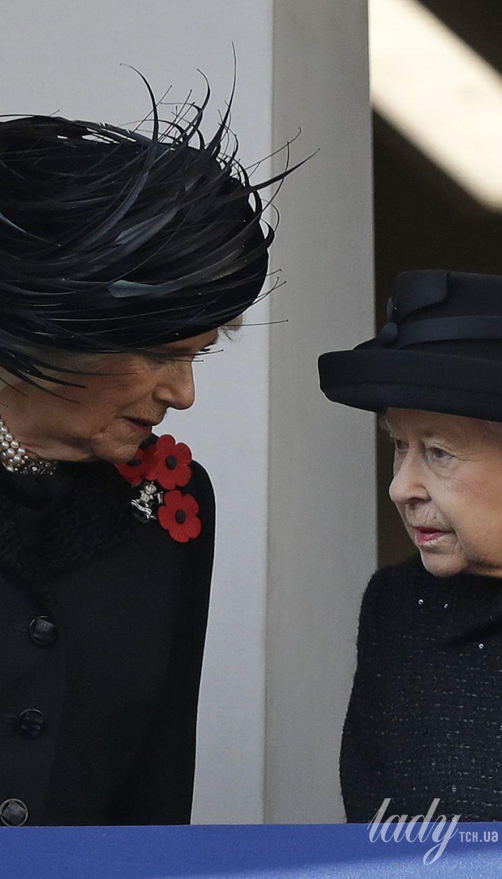 Герцогиня Камилла, королева Елизавета II