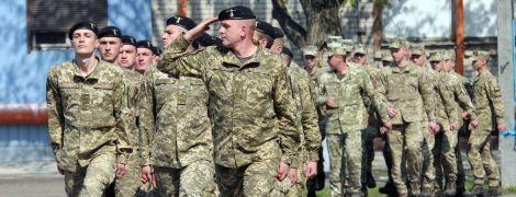 Міністр оборони виступає за скорочення терміну служби в армії