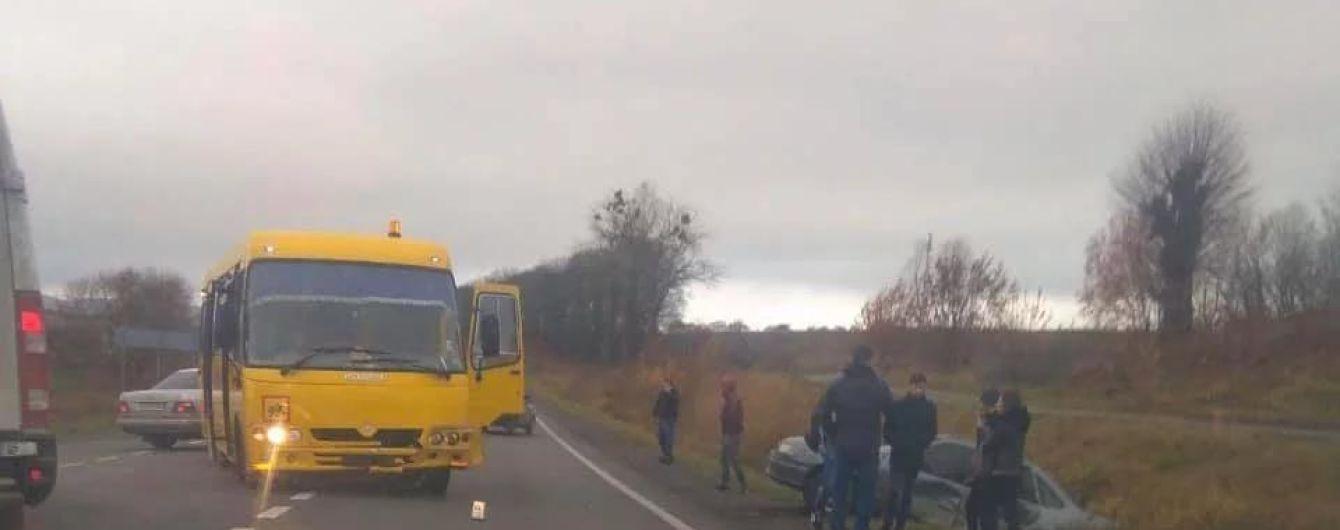 На Львовщине школьный автобус попал в ДТП