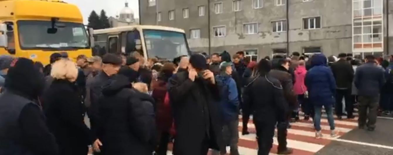 Противники продажу землі перекривають автомагістралі України