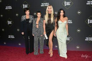 Блеснули формами в эффектных луках: сестры Кардашьян на церемонии People's Choice Awards
