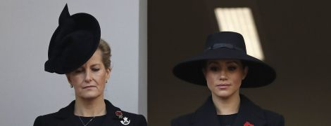 Меган, Кейт и Елизавета II появились в черном на Дне памяти погибших соотечественников